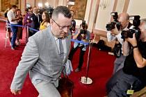 Končící ministr kultury Antonín Staněk (ČSSD) přichází na schůzi vlády 30. července 2019 v Praze.