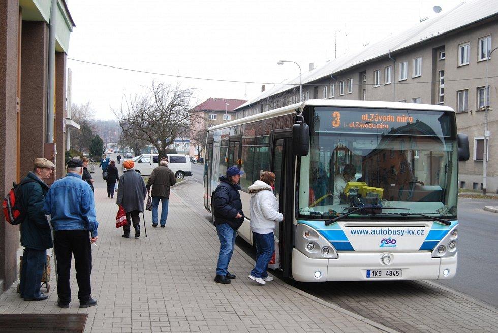Dnešním dnem začíná platit novinka pro platby jízdného v autobusech společnosti Autobusy Karlovy Vary