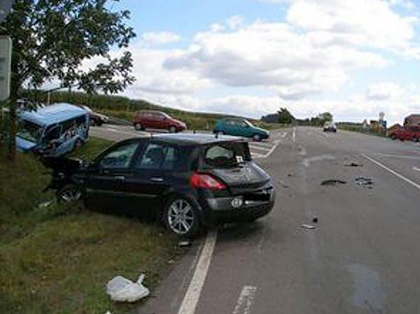 Silnice u Šedivce na Orlickoústecku je místem vážných havárií.