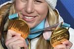 Ester Ledecká a její dvě zlaté olympijské medaile z Pchjongčchangu.