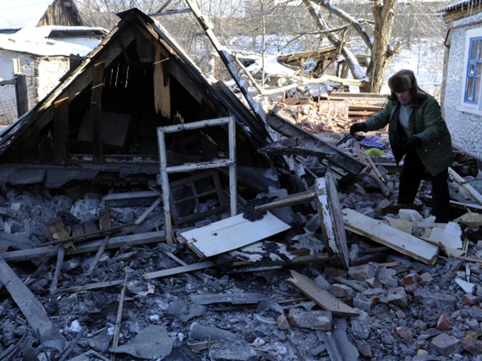 Krvavý konflikt na východní Ukrajině už vyhnal z domovů asi milion lidí. Ti, kteří v Doněcku, Luhansku a dalších místech v krizové oblasti ještě setrvali, jsou sklíčení a chtějí už jen pryč.