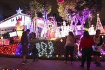 Vánoční světelná výzdoba, v níž si tak libují americké domácnosti, spotřebovává víc energie, než kolik spotřebují za rok celé země – například Salvador nebo Etiopie.
