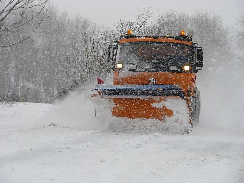 Silničáři po celé republice zápasili v roce 2010 s několikacentimetrovou vrstvou nového sněhu. Problémy měli řidiči na silnicích i železničáři.