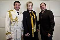 Tisková konference ruského armádního souboru Alexandrovci proběhla 16. října v Praze. Na snímku hlavní hvězdy Vadim Anaňjev, Eva Urbanová a Petr Kolář.