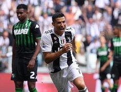 Cristiano Ronaldo se v Serii A konečně dočkal gólové radosti. Juventusu dvěma trefami v neděli pomohl k vítězství 2:1 nad Sassuolem.