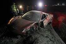 Fotbalista Arturo Vidal zrušil v opilosti své Ferrari.