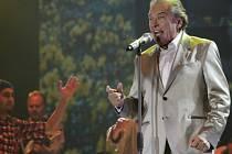 Karel Gott vystoupil 6. prosince v pražské O2 Aréně. Koncertem vyvrcholilo jeho letošní turné po Čechách, Moravě a Slovensku.