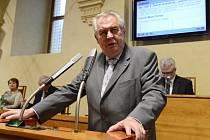 Prezident Miloš Zeman představil 29. května v Praze na 21. schůzi Senátu návrh na jmenování trojice ústavních soudců.