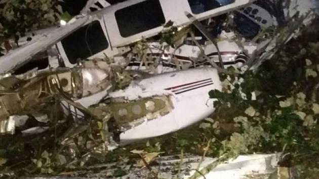 Při letecké havárii během natáčení Cruisova filmu zahynuli dva lidé.