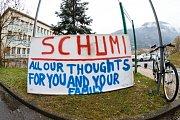 Dlouhé týdny nejistoty: Nemocnice v Grenoblu byla ze začátku v obležení fanoušků