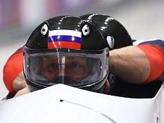 Ruský dvojbob s pilotem Alexandrem Zubkovem