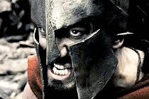 U Thermopyl se bojuje za New York. Film 300 patří k těm, které přispívají do ne vždy poklidné diskuse o konfliktu Západu s Východem, tradice a modernity.