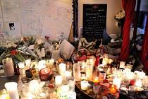 Francouzské úřady dokončily identifikaci všech 129 obětí pátečních teroristických útoků v Paříži.