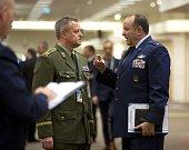 Ve své funkci končí například generálmajor Miroslav Žižka (vlevo).