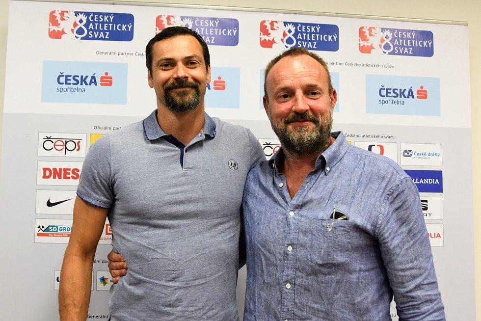 Šéftrenér atletů Jan Netscher a bývalý desetibojař Tomáš Dvořák