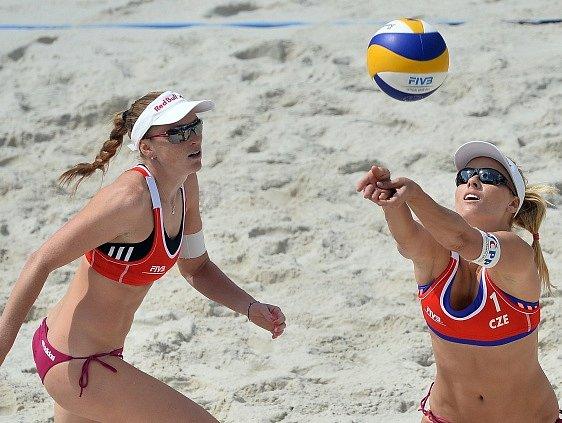 Prague Open: Kristýna Kolocová (vlevo) a Markéta Sluková
