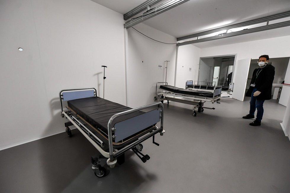 Připravovaný pavilon v nemocnici v Miláně.