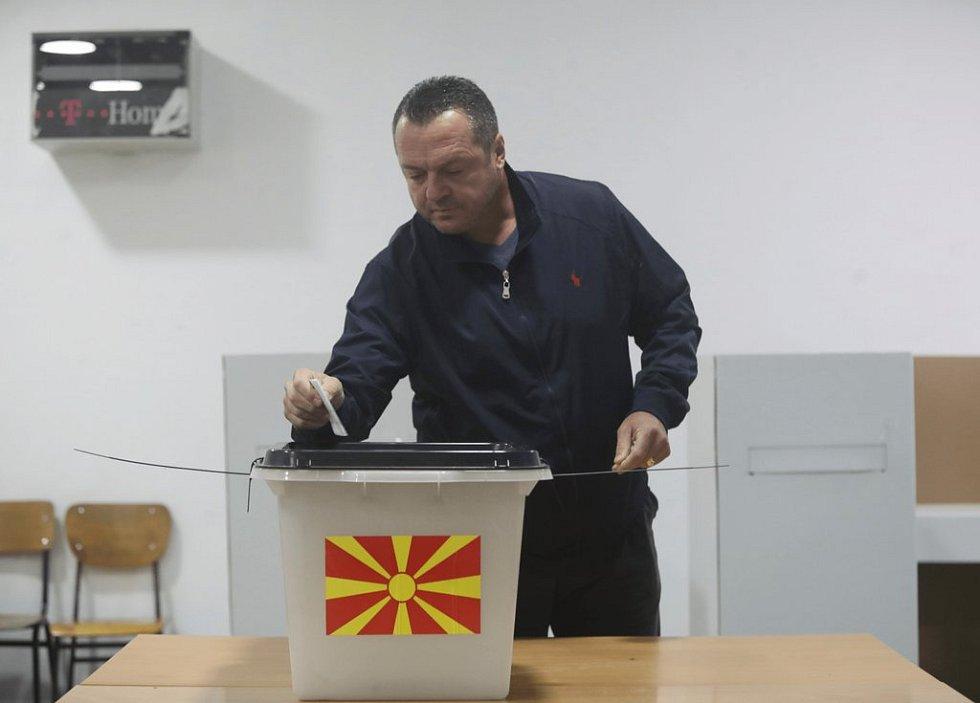 Makedonci rozhodují v referendu o změně názvu země