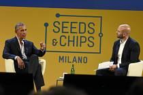 Barack Obama během přednášky v Miláně