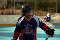 David Pastrňák v dresu hokejbalistů Karviné.