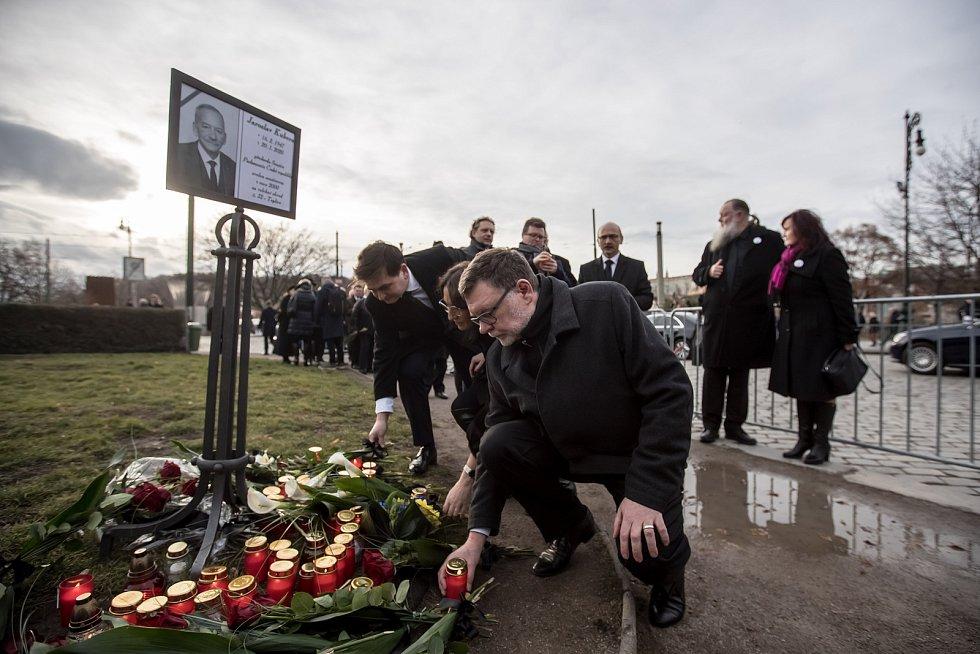 Hosté přicházeli 3. února k pražskému Rudolfinu na pietní shromáždění k uctění památky zesnulého předsedy Senátu Jaroslava Kubery. Zbyněk Stanjura