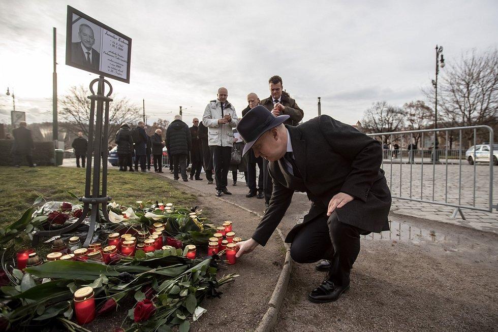 Hosté přicházeli 3. února k pražskému Rudolfinu na pietní shromáždění k uctění památky zesnulého předsedy Senátu Jaroslava Kubery. Pavel Fischer