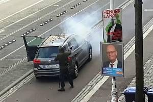 Pachatel útoku na synagogu - Na snímku z videa pachatel středečního útoku na synagogu ve východoněmeckém Halle
