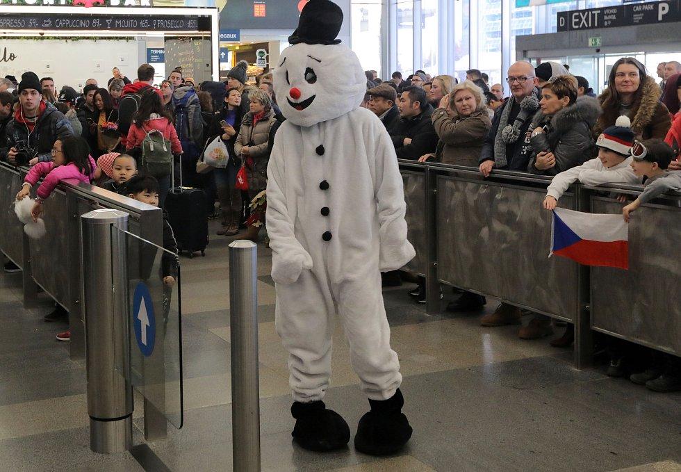Čekání na přílet českých olympioniků na Letišti Václava Havla.
