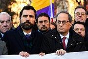 Šéf katalánského parlamentu Roger Torrent a katalánský prezident Quim Torra vyrazili do Madridu podpořit obžalované separatisty