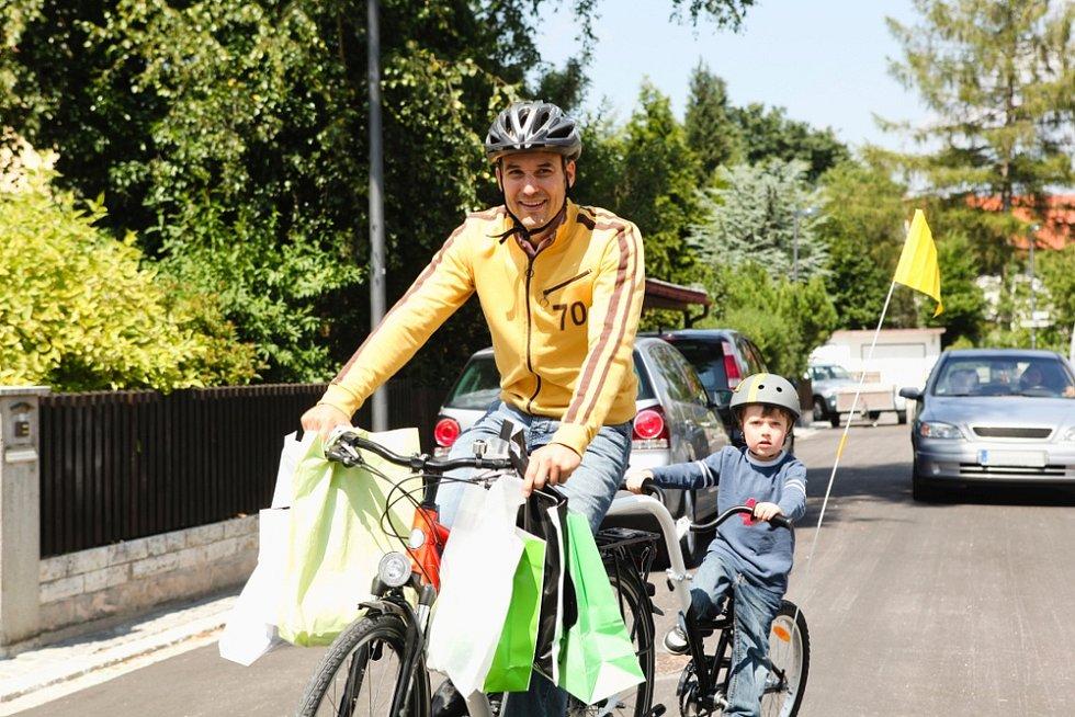 Na cyklovýlet mohou vyrazit i rodiče s dětmi, které ještě samy jízdu na kole nezvládnou.