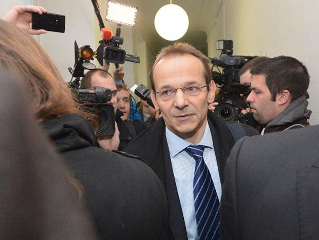 Před Obvodním soudem pro Prahu 1 se dnes dokončuje výslech bývalého pracovníka Vojenského zpravodajství (VZ) Jana Pohůnka, který je obžalovaný v případu exšéfky kabinetu premiéra Jany Nečasové, dříve Nagyové.