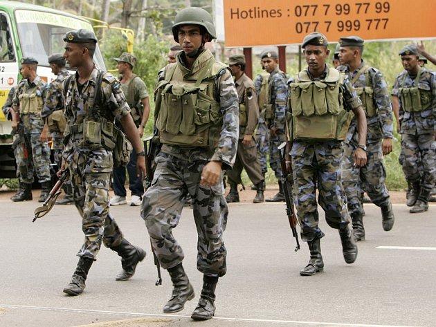 Představitelé Tamilských tygrů ve čtvrtek pohrozili, že jsou připraveni vést rozsáhlou občanskou válku, pokud bude srílanská vláda pokračovat ve vojenských útocích.