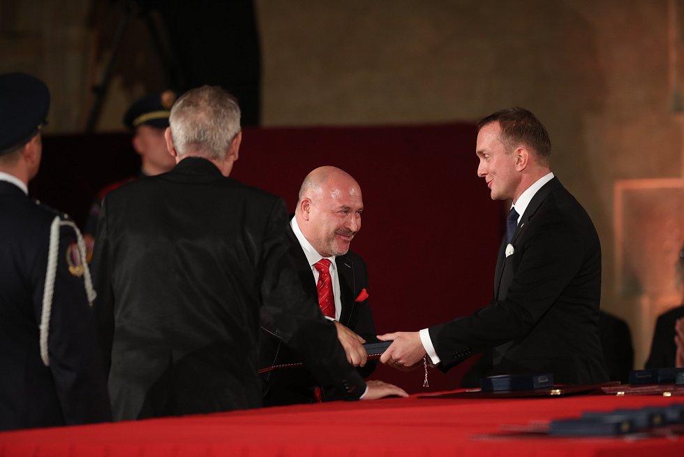Slavnostní ceremoniál udílení státních vyznamenání. Hudebník Michal David.