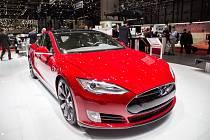 První vůz Tesla 3 se dostal k zákazníkovi.