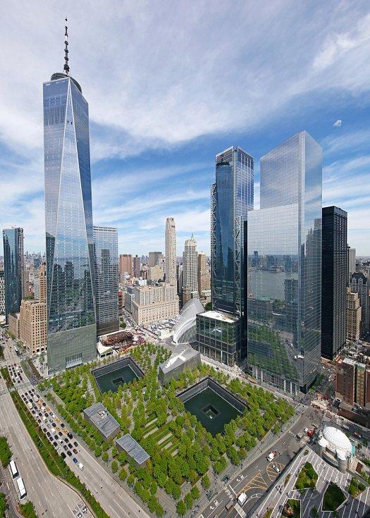 Mrakodrap Three World Trade Center v New Yorku stojící v těsné blízkosti původních budov Světového obchodního centra