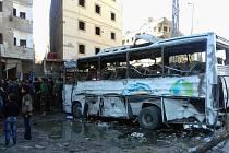 Místo pumového útoku na předměstí syrského Damašku
