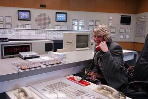 Rakouská jaderná elektrárna Zwentendorf je od českých Dukovan vzdálená sto kilometrů. Na rozdíl od ní ale nikdy nebyla v provozu. Na břehu Dunaje stojí od roku 1976.