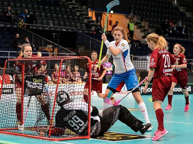 České florbalistky v zápase MS proti Lotyšsku