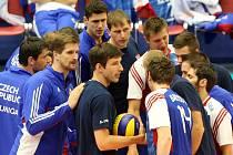 Čeští volejbalisté při zápase Světové ligy proti Francii