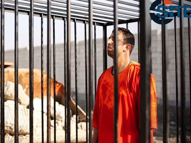 Údajné záběry z popravy jordánského pilota ozbrojenci z hnutí Islámský stát.