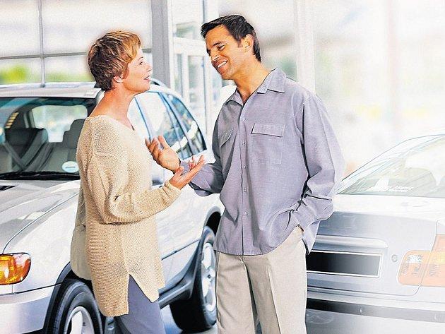 Sociologové se obecně shodují, že ženy se při koupi vozu chovají více racionálně. Muži se nechávají mnohem více unést emocemi.