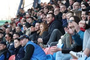 Zaplněné tribuny během fotbalového utkání v Bělorusku