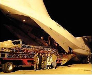 Stan Berouskových zmizel v útrobách obřího nákladního letadla, které ho z Pardubic převezlo do Arménie.