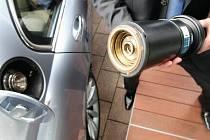 PLNOU! Takto vypadá čerpací pistole pro vodík. Američtí vědci našli způsob, jak tento plyn vyrábět ekologicky.