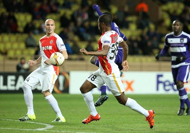 Frank Acheampong z Anderlechtu zvyšuje na konečných 2:0 proti Monaku.