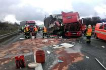 D1 ve směru Prahu zablokovala nehoda čtyř nákladních aut.