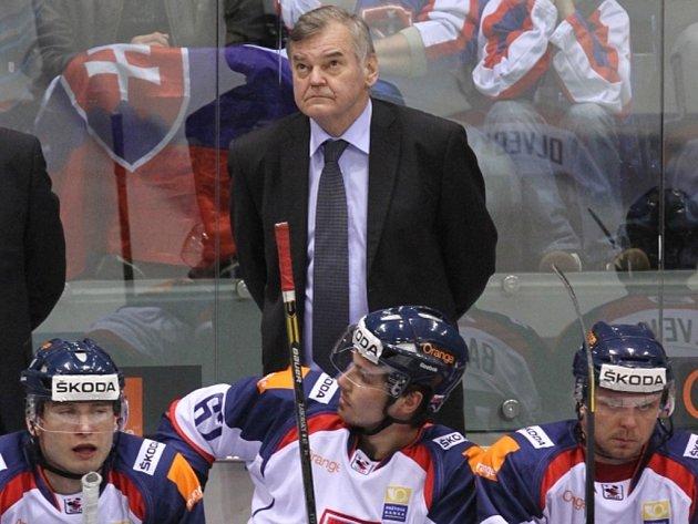 Český trenér Vladimír Vůjtek na lavičce hokejistů Slovenska.
