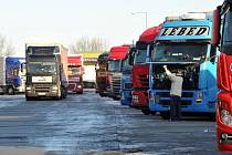 Kamiony na odpočívadle - ilustrační foto