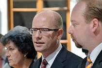 Zleva místopředsedkyně ČSSD Alena Gajdůšková, předseda ČSSD Bohuslav Sobotka a předseda poslaneckého klubu ČSSD Jeroným Tejc.