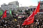 Smuteční průvod za íránského generála Kásema Solejmáního v íránském Ahvázu na snímku z 5. ledna 2020